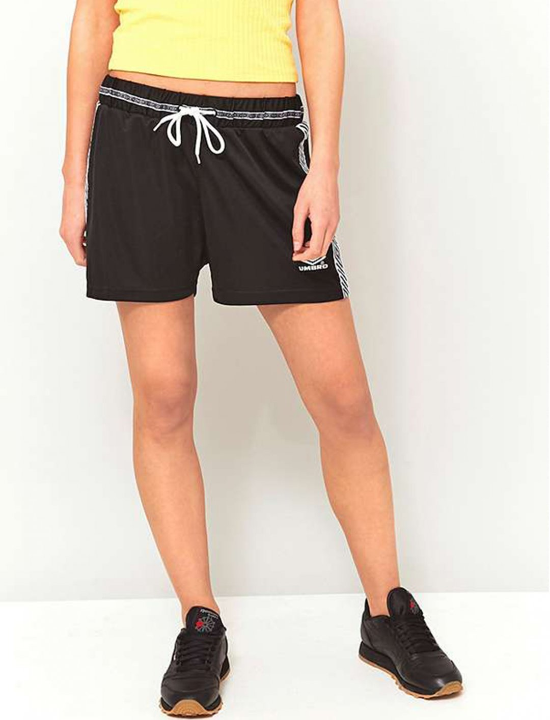 "Stripe Shorts {""id"":5,""product_section_id"":1,""name"":""Clothing"",""order"":5} Umbro"