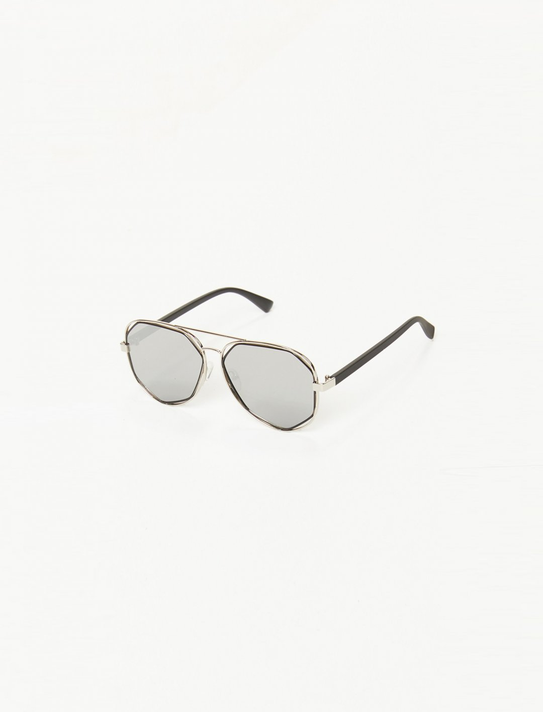 """Silver Aviator Sunglasses {""""id"""":16,""""product_section_id"""":1,""""name"""":""""Accessories"""",""""order"""":15} Missap"""