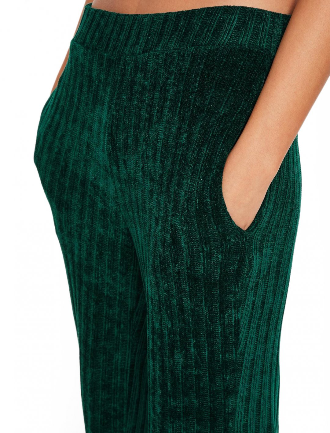 "Green Ribbed Trousers {""id"":5,""product_section_id"":1,""name"":""Clothing"",""order"":5} Missguided"
