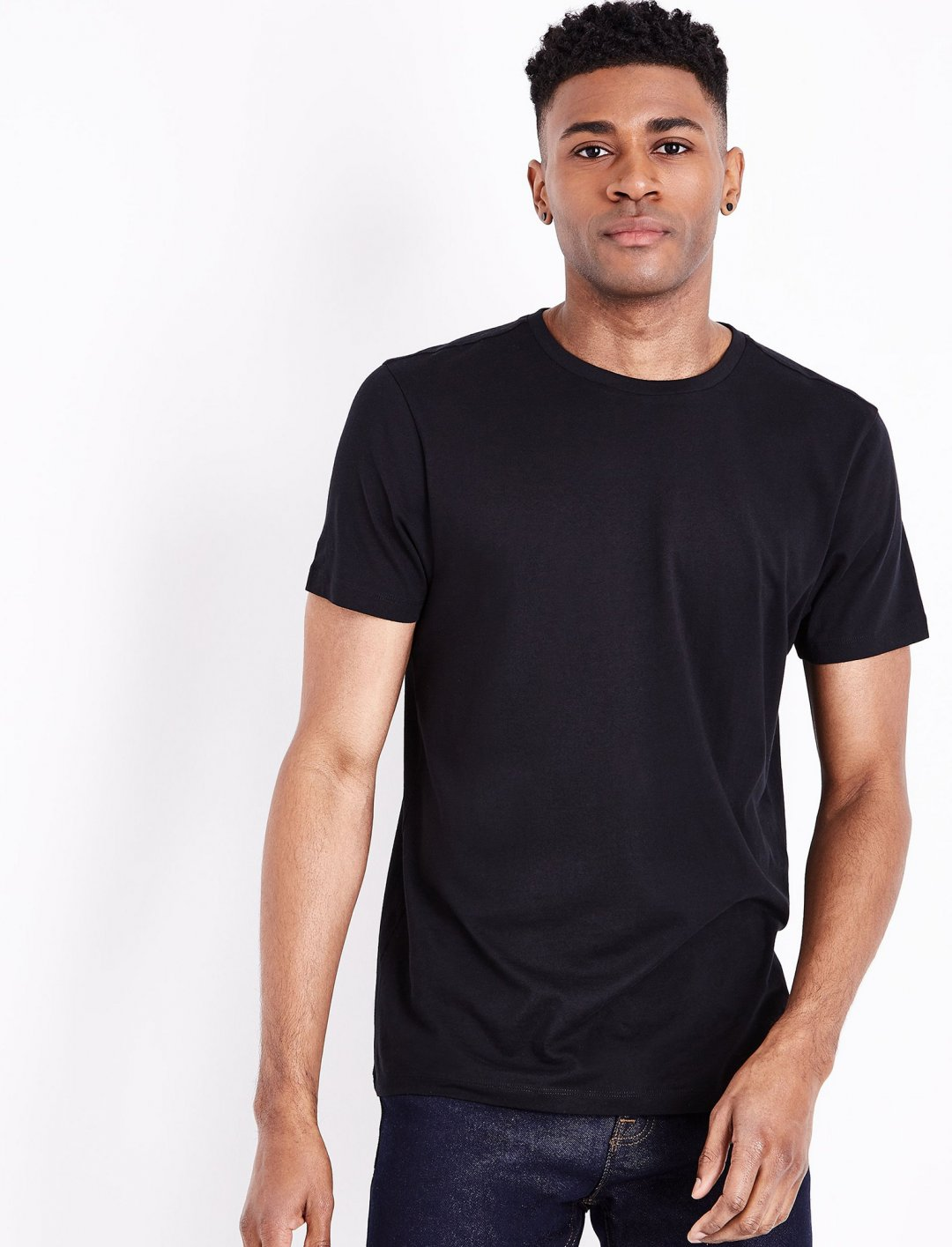 "Black Crew Neck T-Shirt {""id"":5,""product_section_id"":1,""name"":""Clothing"",""order"":5} New Look"