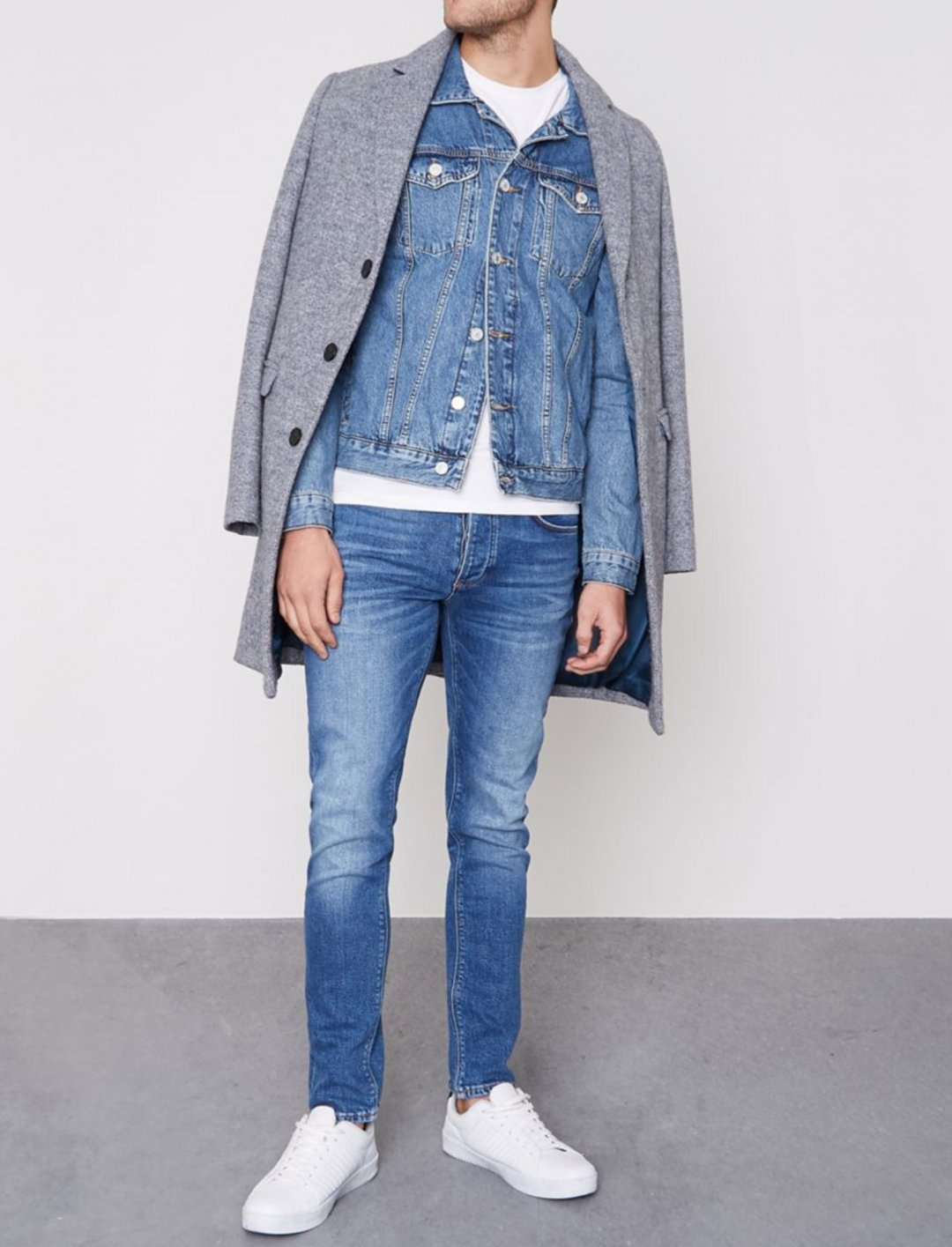 "Blue Skinny Jeans {""id"":5,""product_section_id"":1,""name"":""Clothing"",""order"":5} River Island"