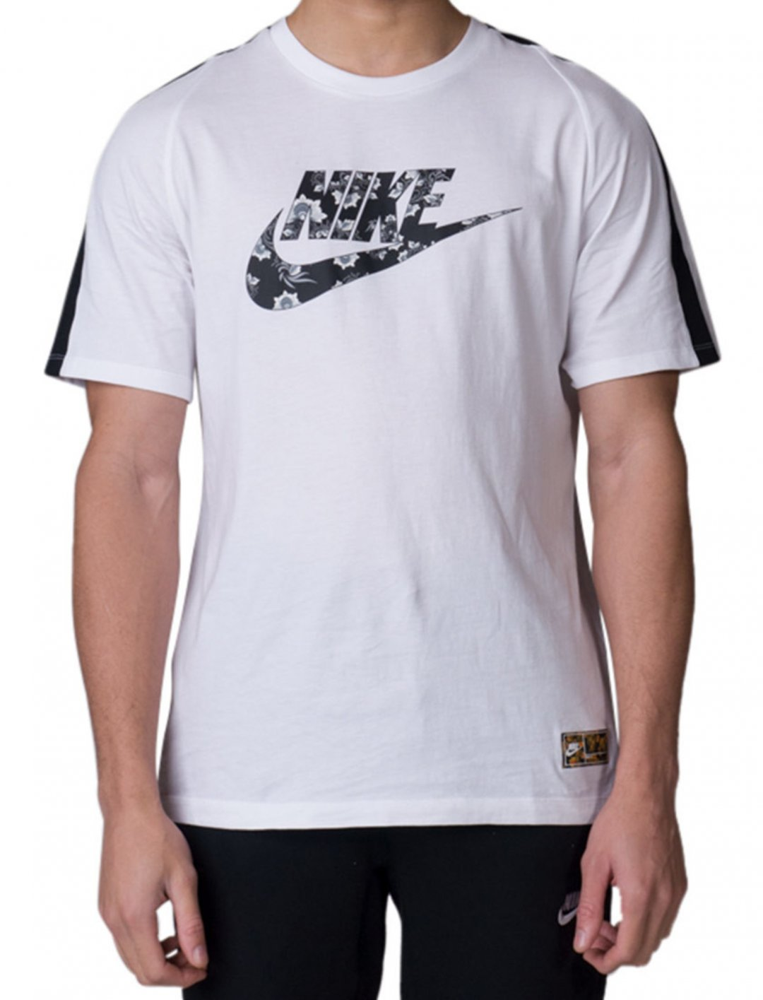 "Nike T-Shirt {""id"":5,""product_section_id"":1,""name"":""Clothing"",""order"":5} Nike"