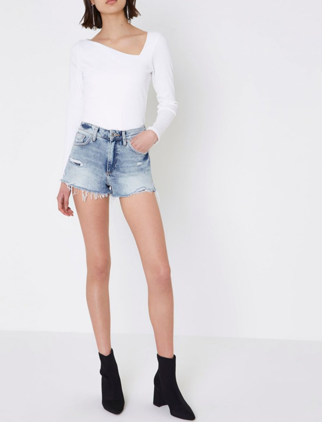 """River Island Denim Shorts {""""id"""":5,""""product_section_id"""":1,""""name"""":""""Clothing"""",""""order"""":5} River Island"""
