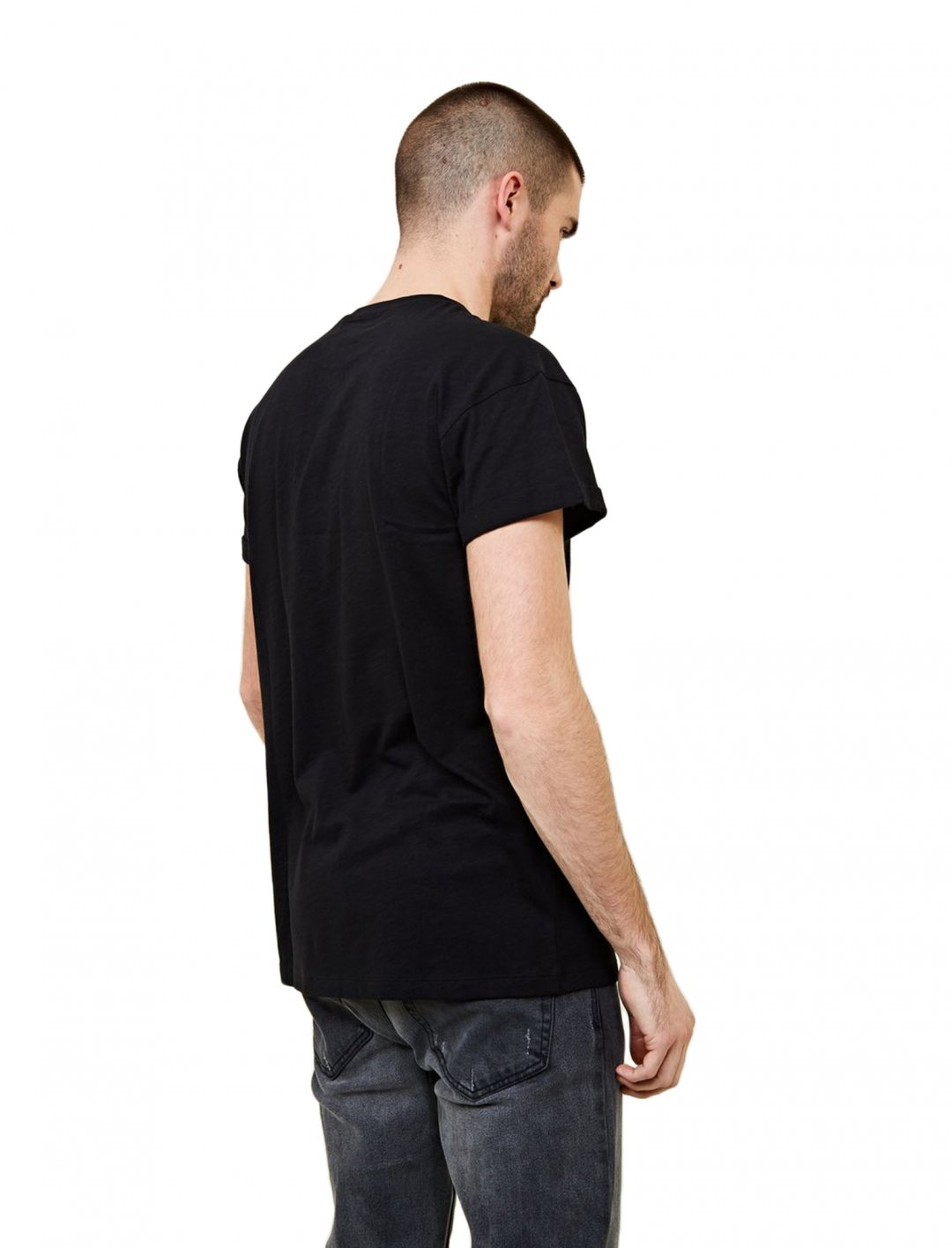 "Black Rolled Sleeve T-Shirt {""id"":5,""product_section_id"":1,""name"":""Clothing"",""order"":5} New Look"