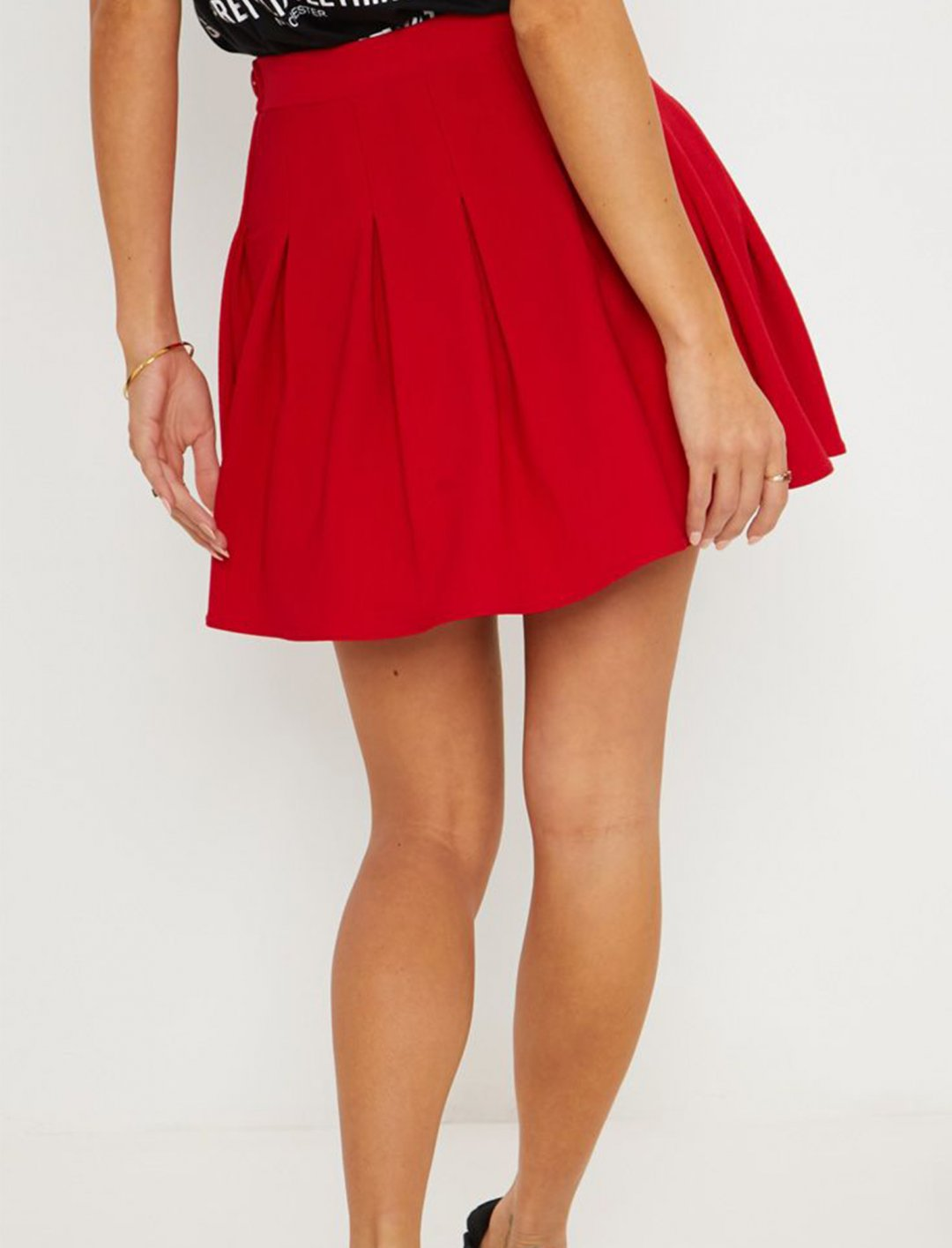"Red Tennis Skirt {""id"":5,""product_section_id"":1,""name"":""Clothing"",""order"":5} PLT"