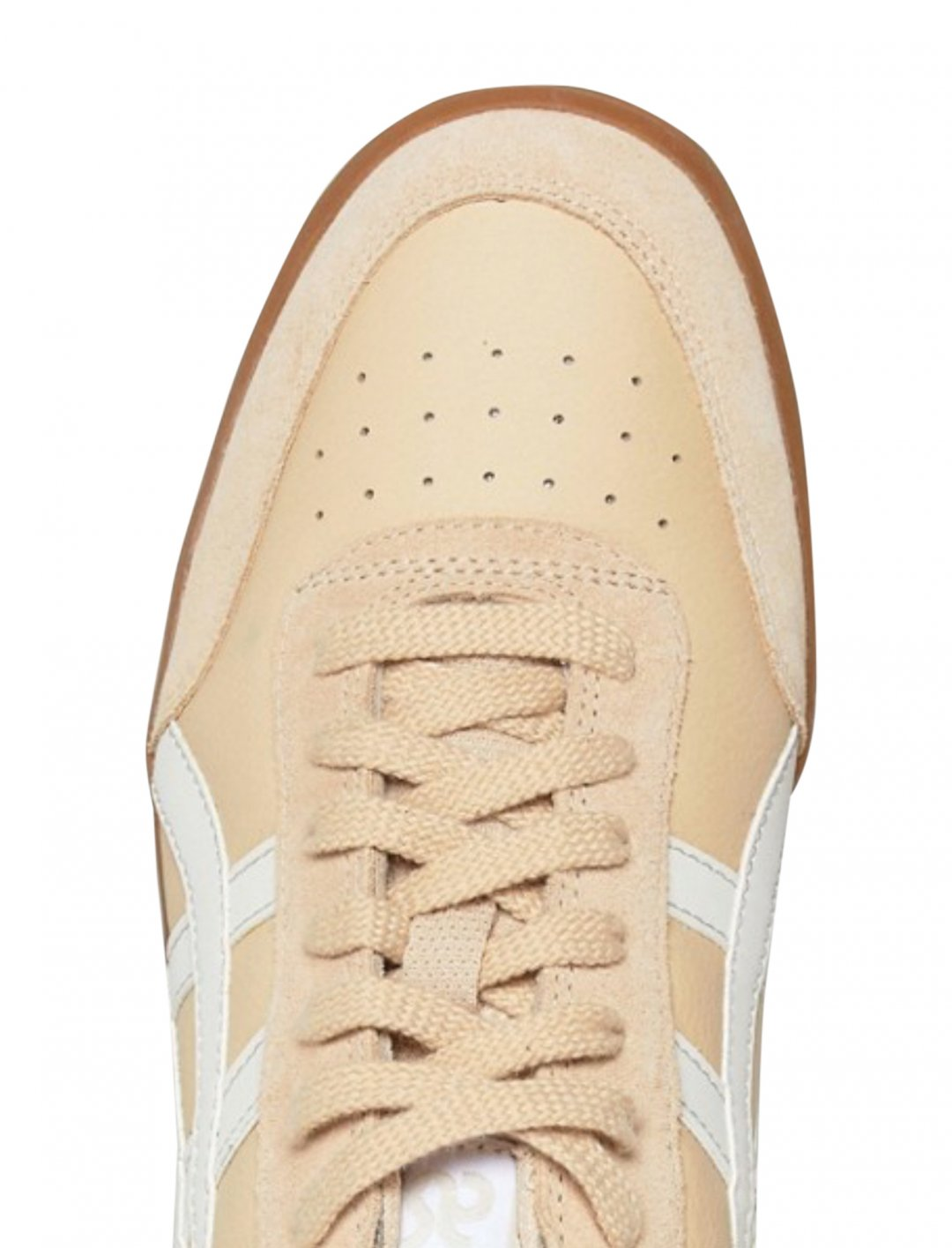"Trainers In Beige {""id"":12,""product_section_id"":1,""name"":""Shoes"",""order"":12} Asics"