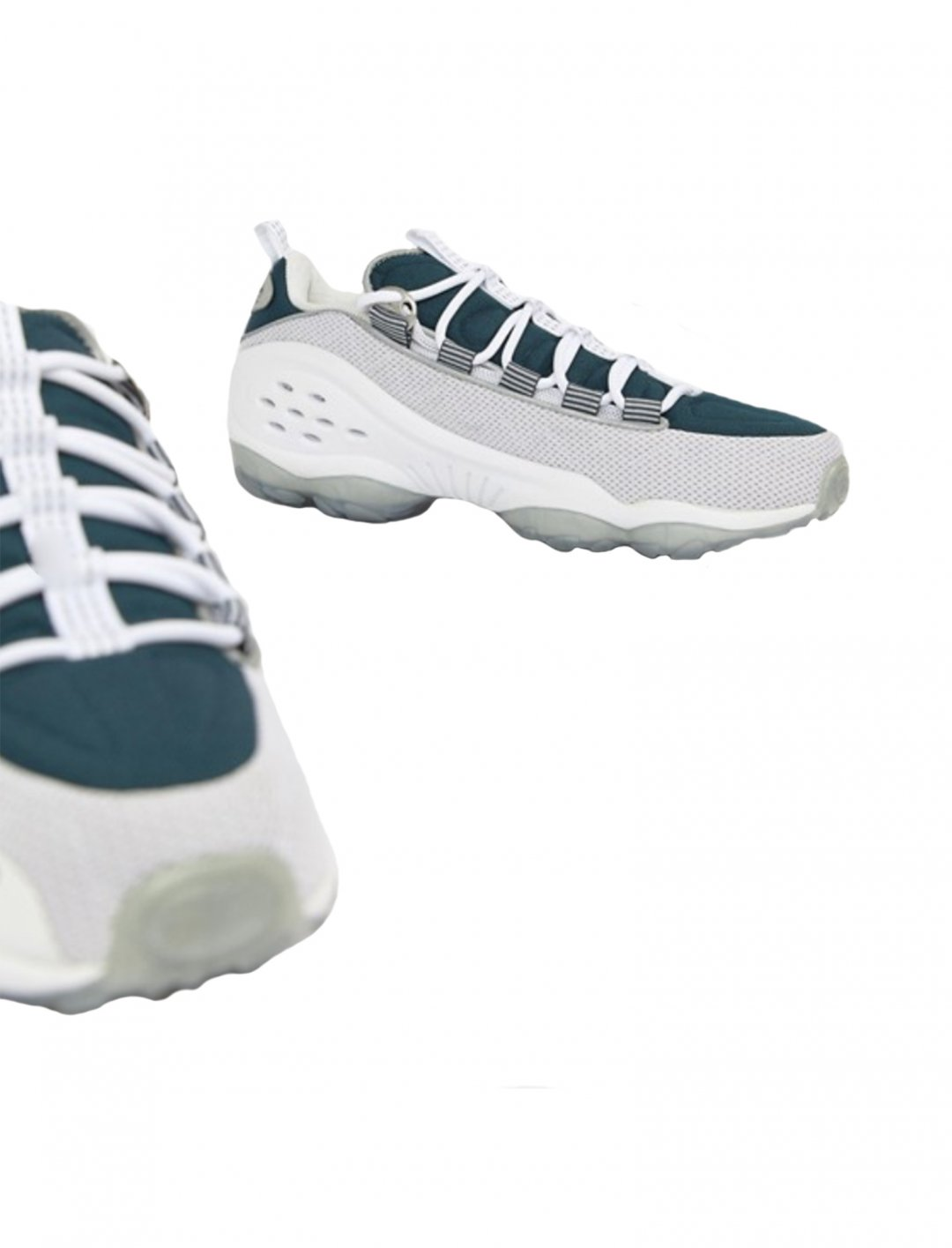 "DMX Run Trainers {""id"":12,""product_section_id"":1,""name"":""Shoes"",""order"":12} Reebok"