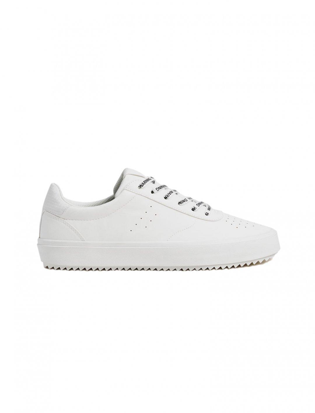 """Bershka White Trainer {""""id"""":12,""""product_section_id"""":1,""""name"""":""""Shoes"""",""""order"""":12} Bershka"""