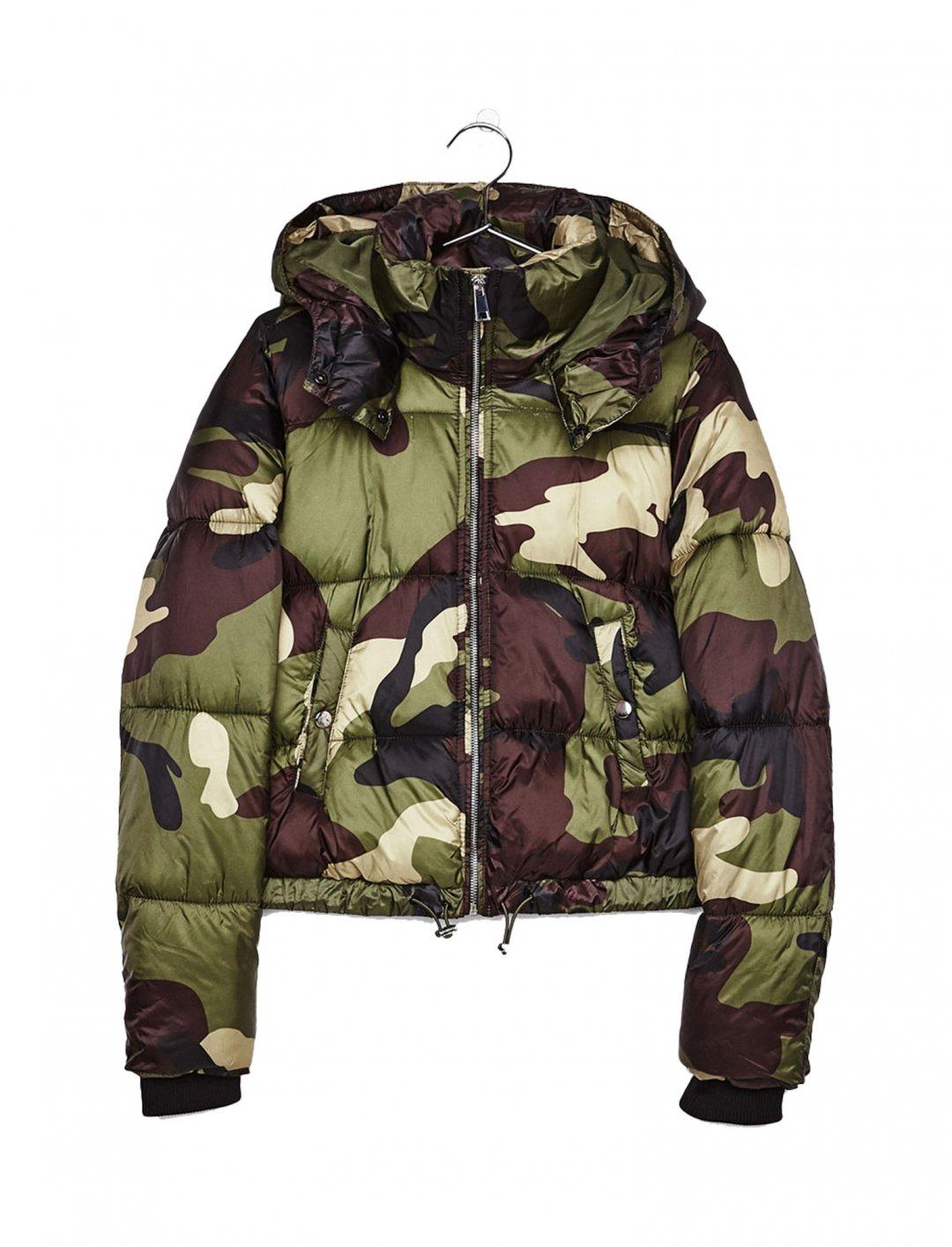"""Bershka Puffer Jacket {""""id"""":5,""""product_section_id"""":1,""""name"""":""""Clothing"""",""""order"""":5} Bershka"""