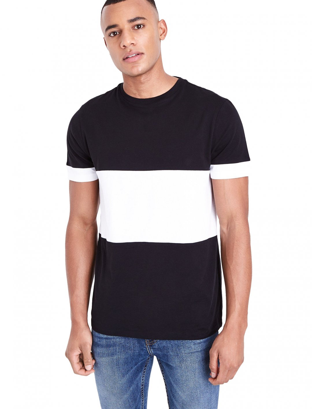 "New Look Central Block T-Shirt {""id"":5,""product_section_id"":1,""name"":""Clothing"",""order"":5} New Look"