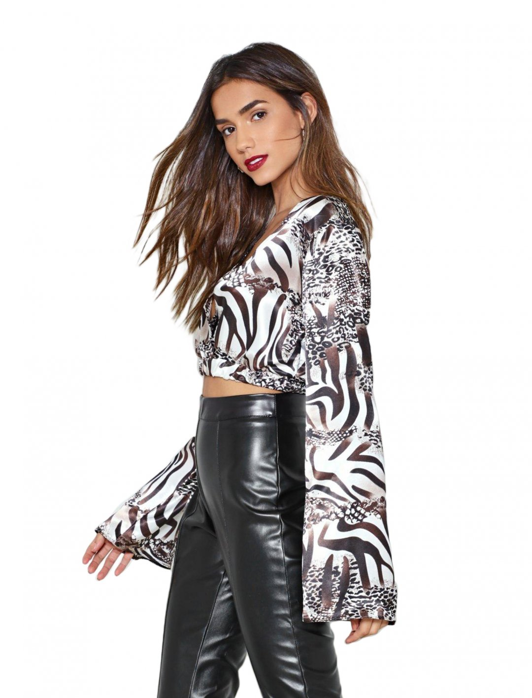 "Crop Top In Animal Print {""id"":5,""product_section_id"":1,""name"":""Clothing"",""order"":5} Nasty Gal"