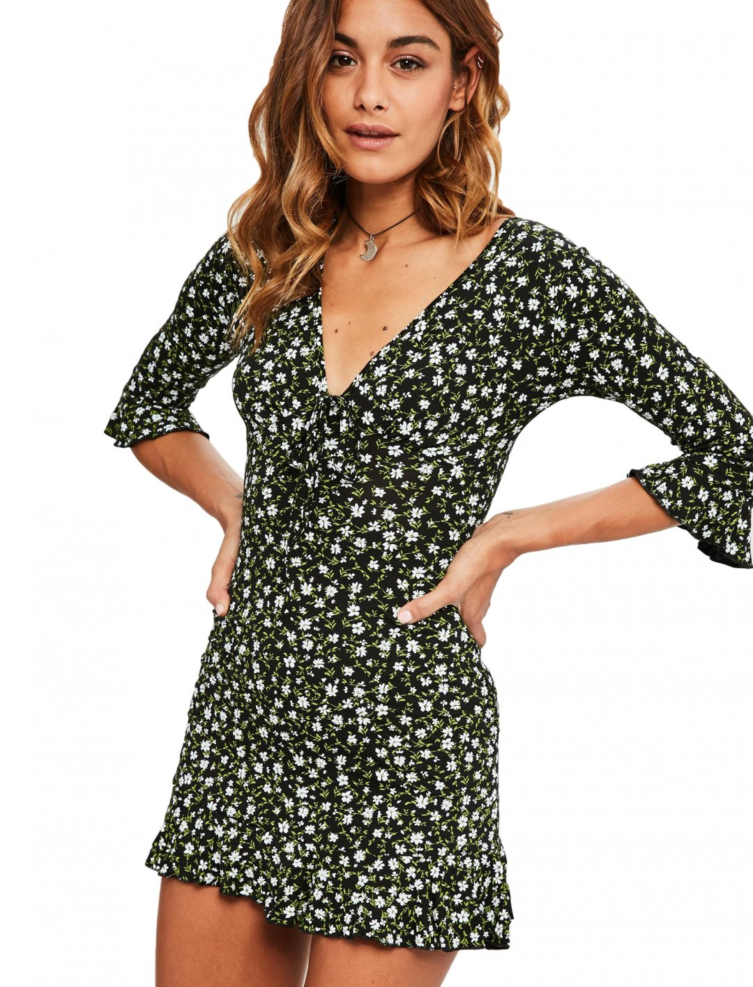 "Dress In Daisy Print {""id"":5,""product_section_id"":1,""name"":""Clothing"",""order"":5} Missguided"