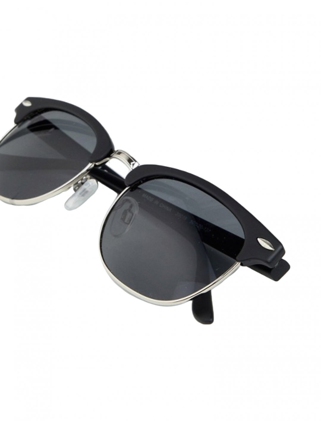 "Retro Sunglasses {""id"":16,""product_section_id"":1,""name"":""Accessories"",""order"":15} AJ Morgan"