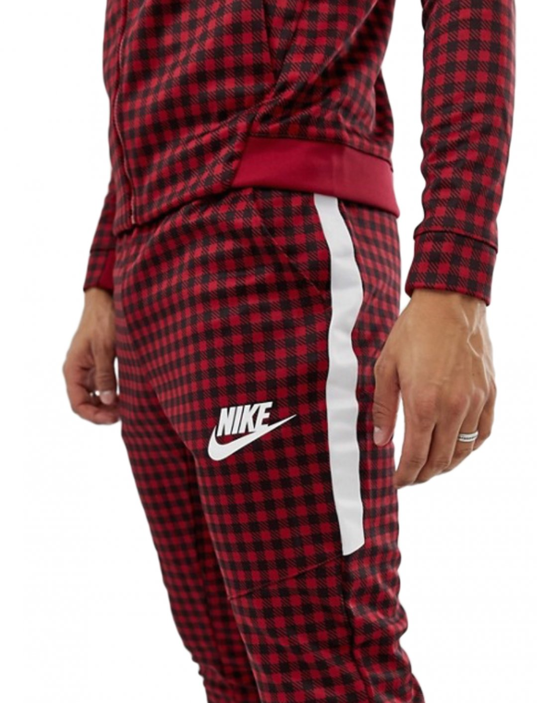 "Track Joggers {""id"":5,""product_section_id"":1,""name"":""Clothing"",""order"":5} Nike"