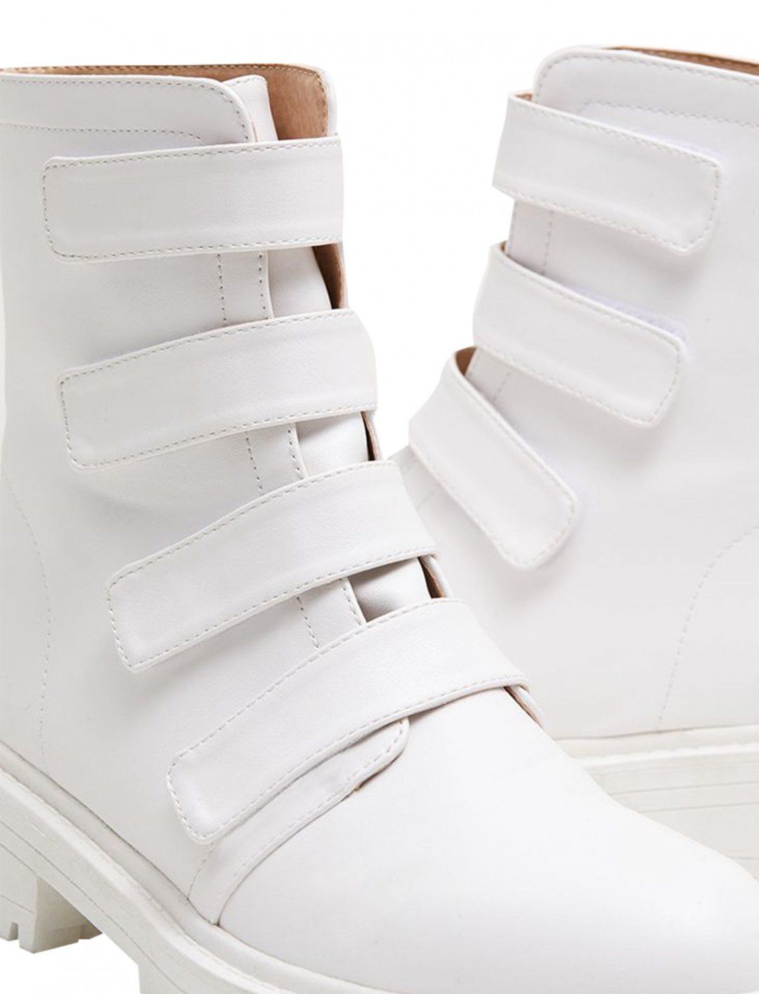 "Yasmin's Boots {""id"":12,""product_section_id"":1,""name"":""Shoes"",""order"":12} Pretty Little Thing"