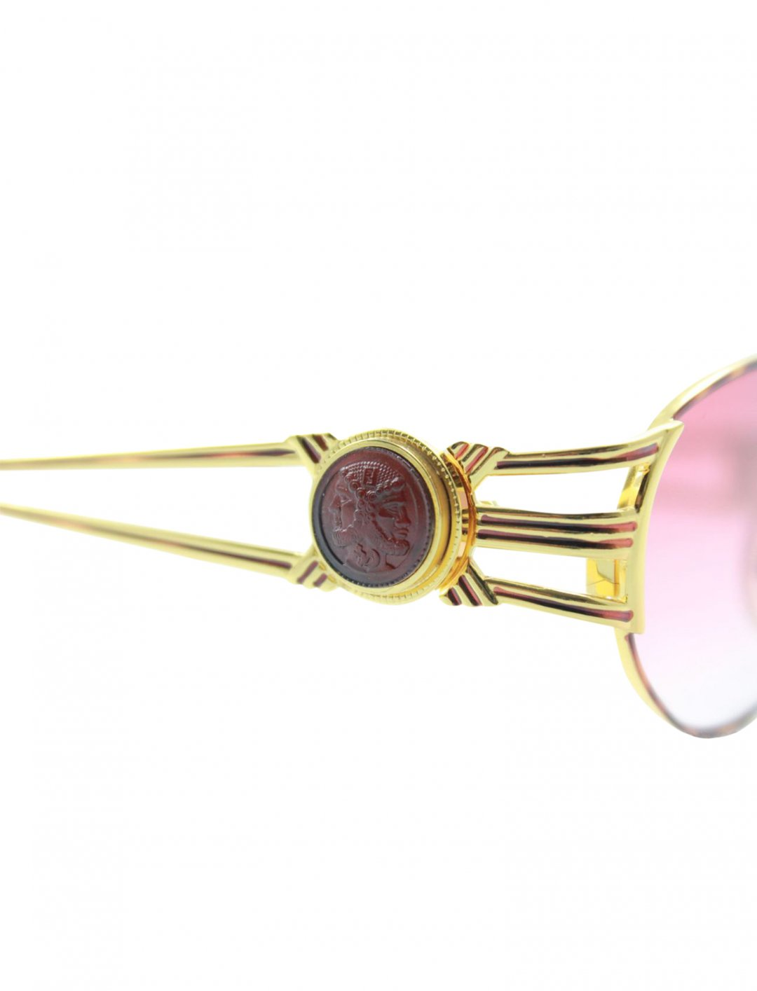 """Gashi's Sunglasses {""""id"""":16,""""product_section_id"""":1,""""name"""":""""Accessories"""",""""order"""":15} Fendi"""