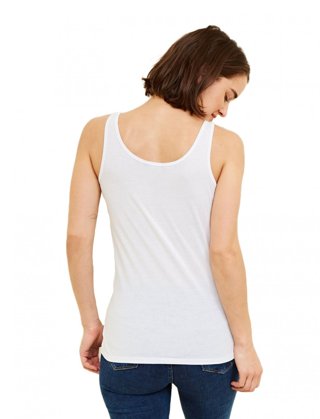 "Vest In White {""id"":5,""product_section_id"":1,""name"":""Clothing"",""order"":5} New Look"