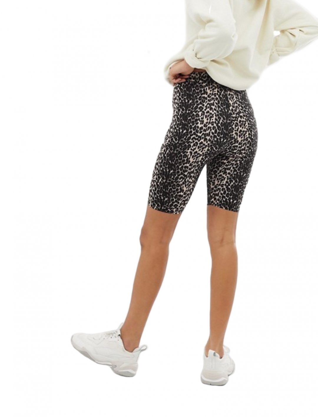 """Cycling Shorts {""""id"""":5,""""product_section_id"""":1,""""name"""":""""Clothing"""",""""order"""":5} Stradivarius"""