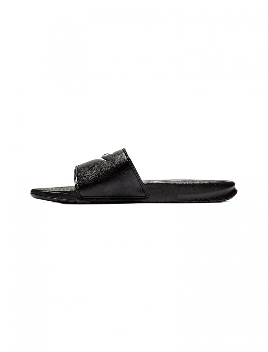 "Benassi Slides {""id"":12,""product_section_id"":1,""name"":""Shoes"",""order"":12} Nike"
