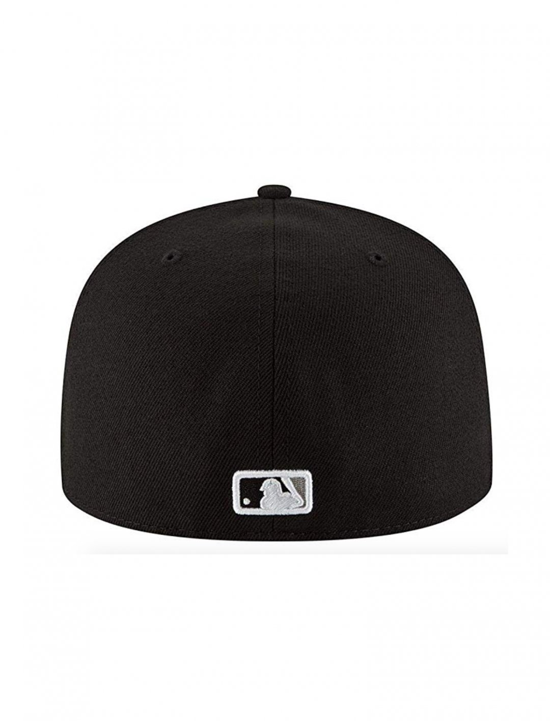 "Chicago White Sox Cap {""id"":16,""product_section_id"":1,""name"":""Accessories"",""order"":15} New Era"