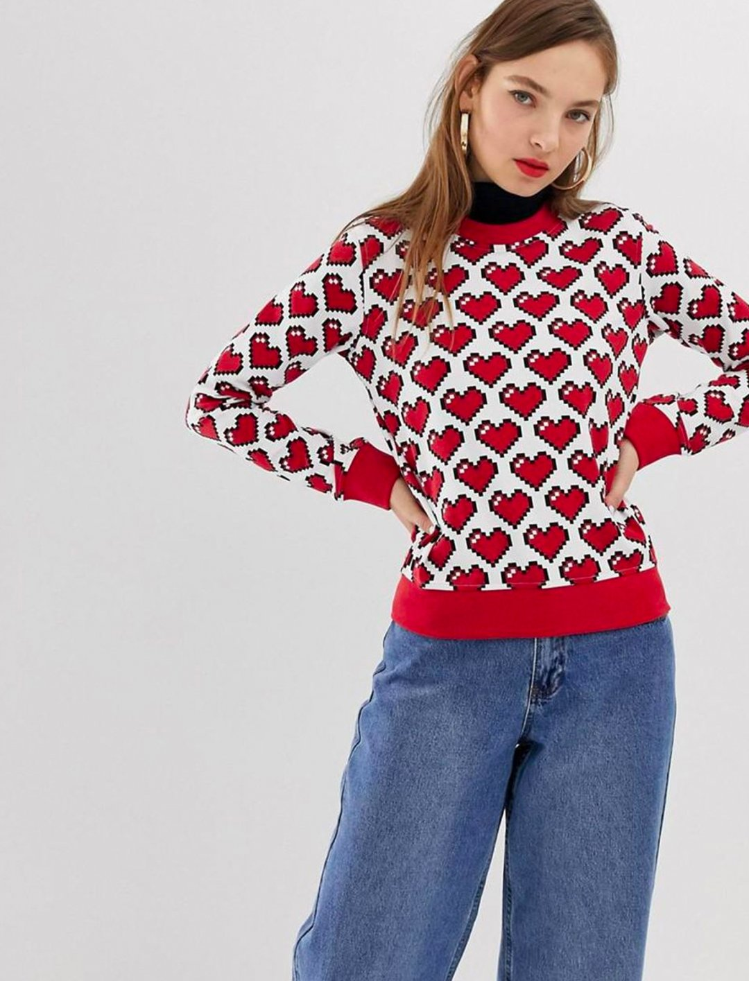 "Heart Print Sweatshirt {""id"":5,""product_section_id"":1,""name"":""Clothing"",""order"":5} Love Moschino"