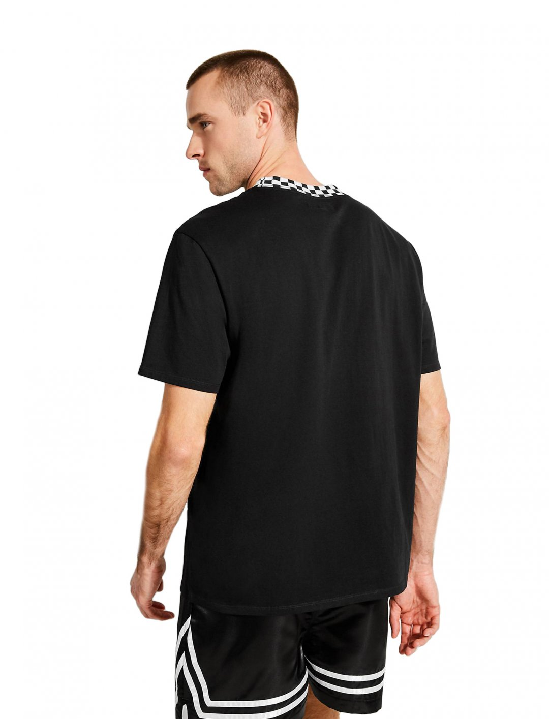 "J Balvin Logo T-shirt {""id"":5,""product_section_id"":1,""name"":""Clothing"",""order"":5} GUESS X J BALVIN"