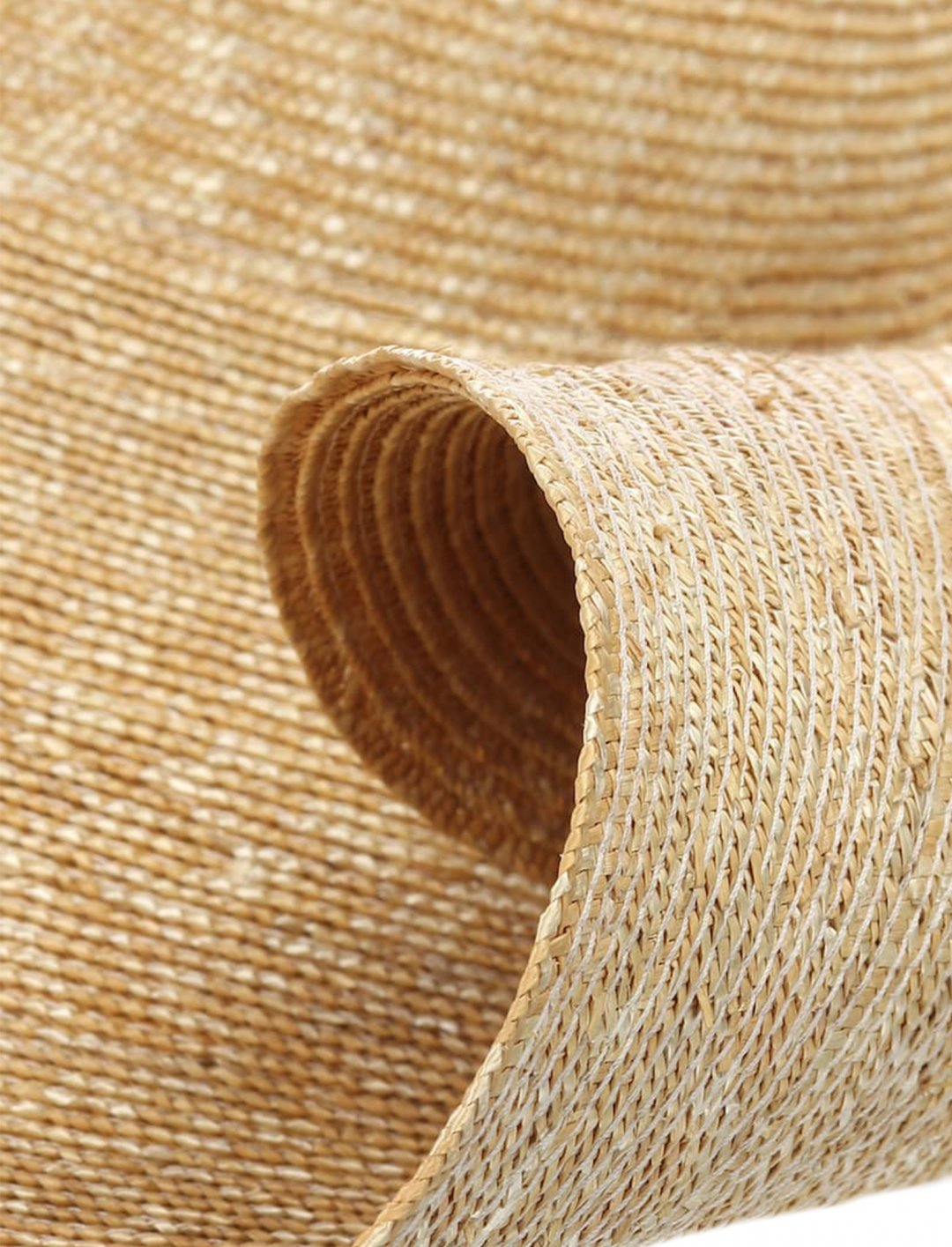 "Oversized Straw Hat {""id"":16,""product_section_id"":1,""name"":""Accessories"",""order"":15} Jacquemus"