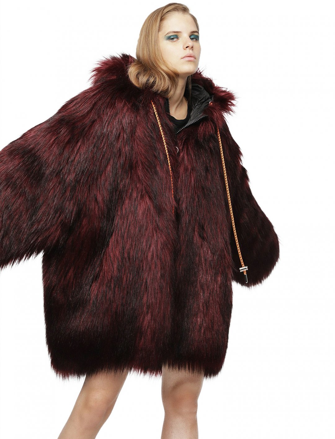 "Reversible Coat {""id"":5,""product_section_id"":1,""name"":""Clothing"",""order"":5} Diesel"
