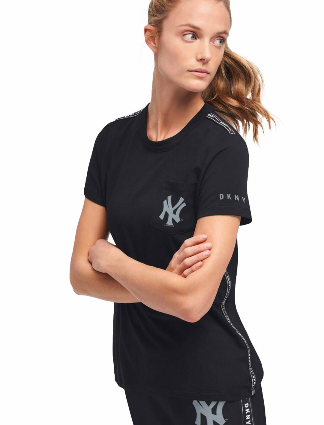 "The Yankees T-shirt {""id"":5,""product_section_id"":1,""name"":""Clothing"",""order"":5} DKNY x MLB"