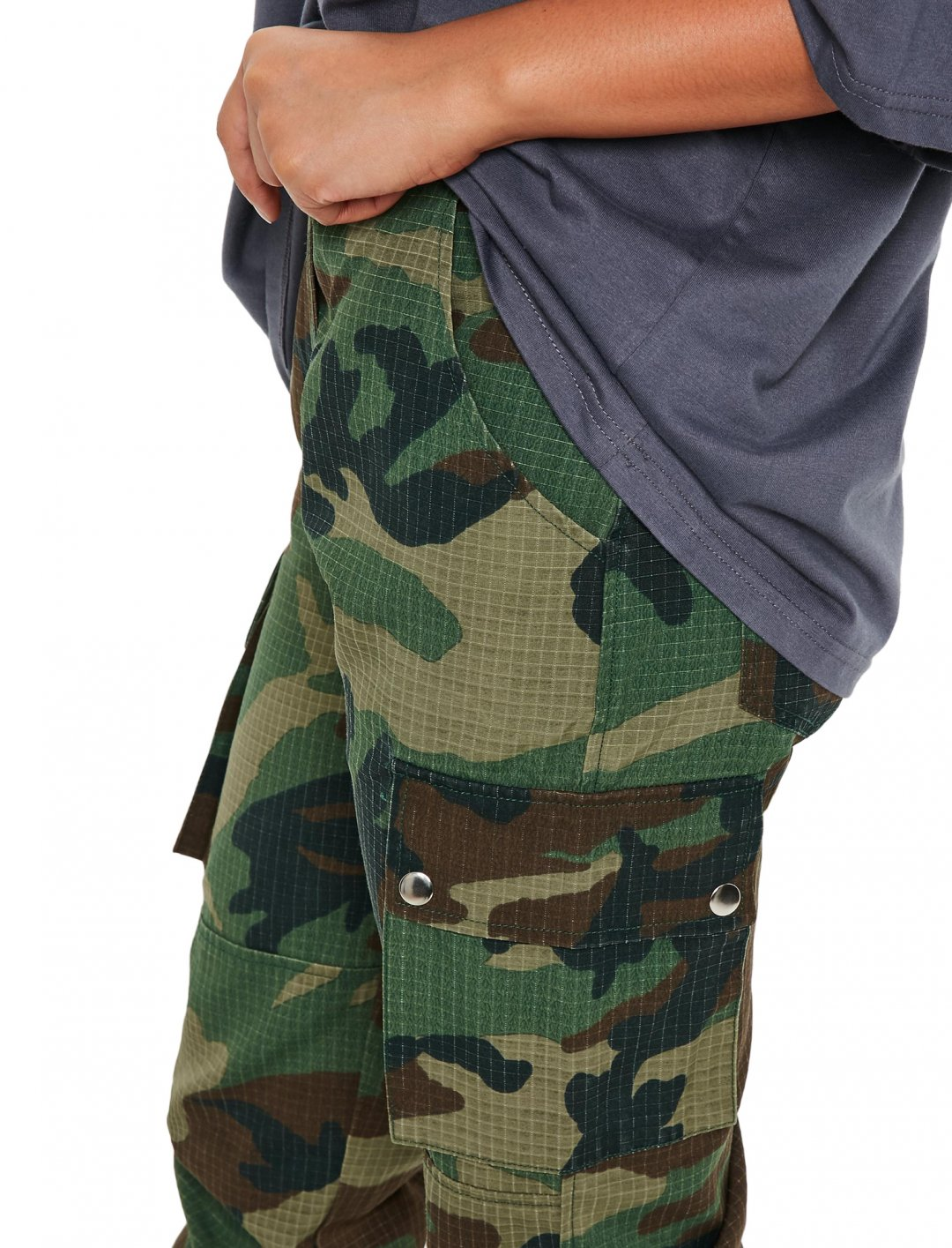 "Camo Cargo Trousers {""id"":5,""product_section_id"":1,""name"":""Clothing"",""order"":5} Missguided"