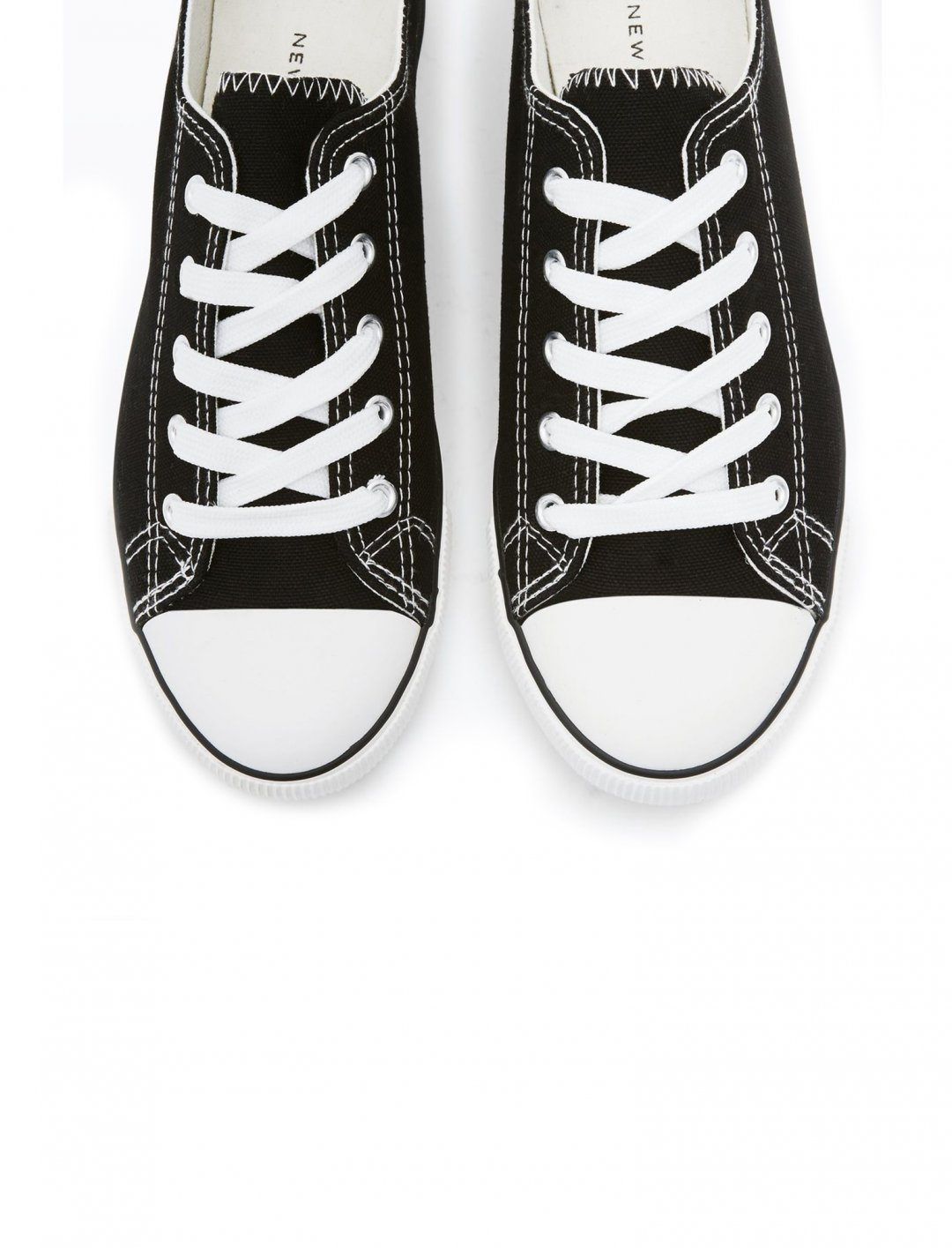 "Low Top Trainers {""id"":12,""product_section_id"":1,""name"":""Shoes"",""order"":12} New Look"